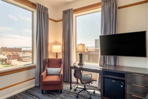 Supreme Harbourview King - Courthouse Hotel - Thunder Bay, Ontario, Canada - View 2